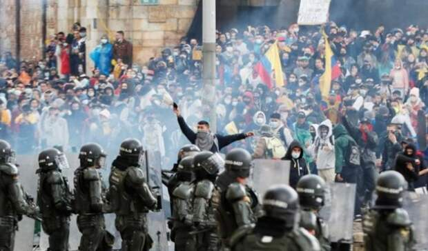 Более 90 человек пострадали вовремя COVID-протестов вКолумбии