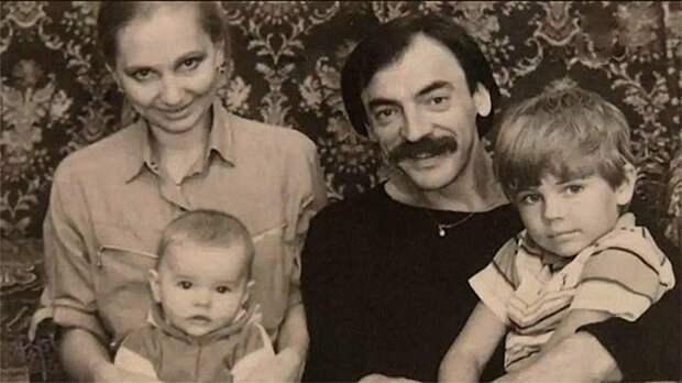 Фото из домашних архивов: знаменитости в кругу семьи