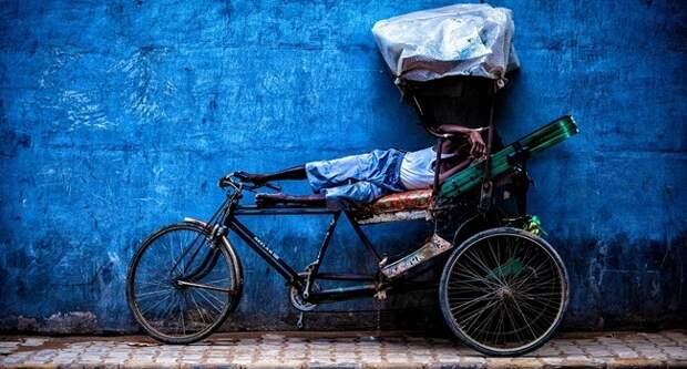 Блог Павла Аксенова. Анекдоты от Пафнутия. Отдыхающий велорикша. Фото Дмитрий Рухленко