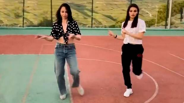 Фигуристки Туктамышева и Самодурова вместе станцевали под песню американского рэпера: видео