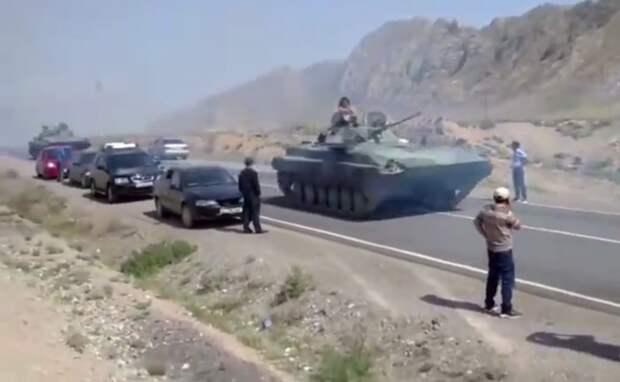 Таджикистан и Киргизия стягивают бронетехнику к границе
