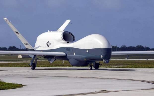 Самый большой беспилотник в мире - RQ-4 Global Hawk
