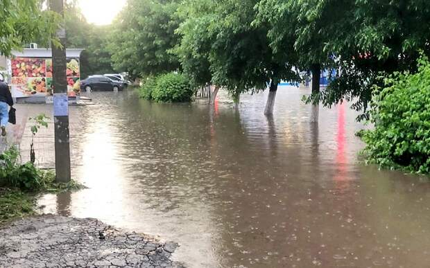В Рязани затопило улицы в нескольких районах после субботнего ливня