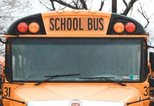 Школьников повезли на экскурсию на автобусе для стриптиза