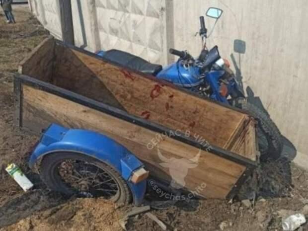 Мотоциклист врезался в бетонный забор в Петровск-Забайкальском