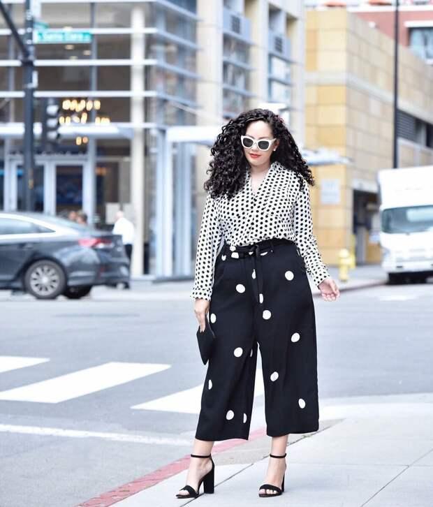 10 безупречных и стильных идей с чем носить блузку в горошек