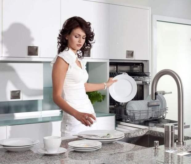 3. Они разбирают посудомоечную машину по утрам люди, порядок, чистота