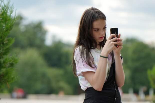 Эксперт рассказал о влиянии смартфона на память человека