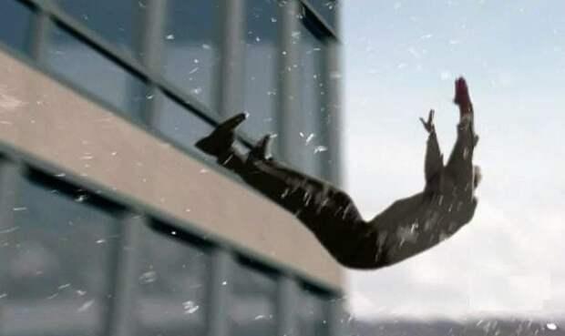 Любовник москвички выпал из окна, прячась от мужа