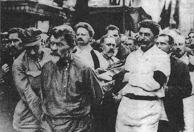 Как Сталину удалось забрать в свои руки всю власть в СССР