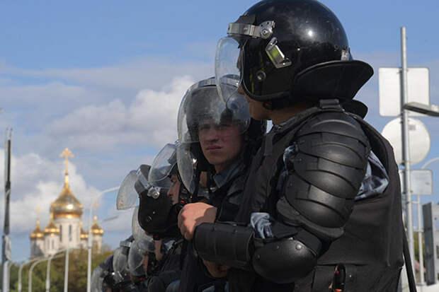 В Москве и Питере акции в поддержку Хабаровска закончились задержаниями