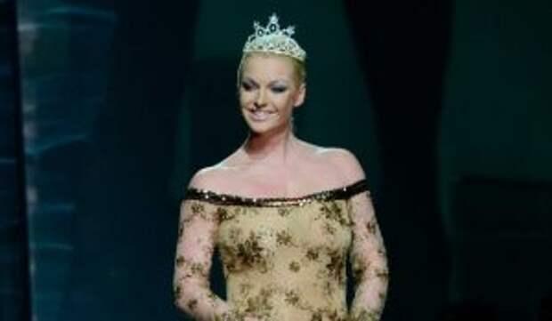 «Как надоела»: нацепившую прозрачное платье Волочкову просят прикрыться