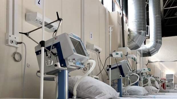 """Госпиталь в """"Ленэкспо"""" возобновил прием больных коронавирусом петербуржцев"""