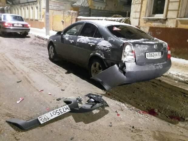 Водитель оставил бампер с номером! авария, авто, видео, дтп, курьез, прикол, скрылся с места дтп, юмор