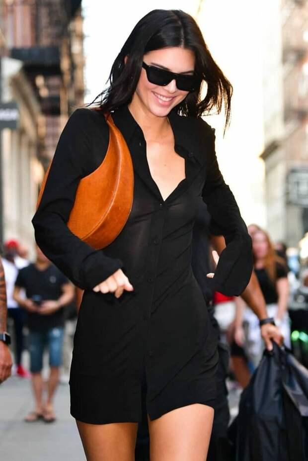 Самая модная сумка 2021 – сумка-полумесяц. Как и с чем ее носить?