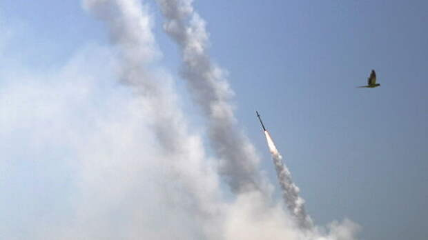 Противоракетная система Железный купол перехватывает ракеты, запущенные из сектора Газа в направлении Израиля