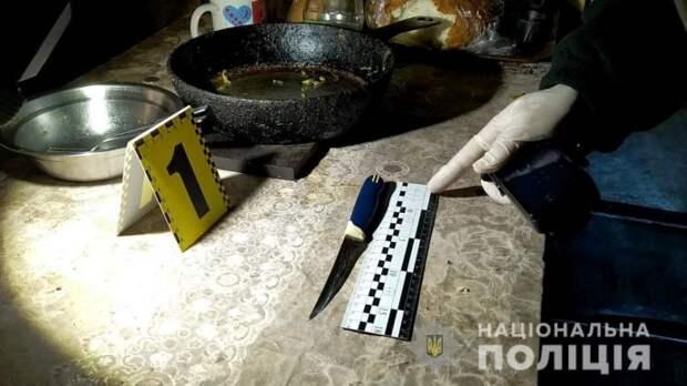 В Одессе мужчина пытался убить соседа. Появилось видео