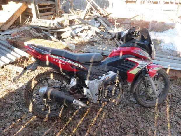 В Шаркане молодой водитель мопеда сбил ребенка и скрылся с места ДТП