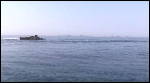 В сети появилось видео, как броневики БРДМ-2 пересекли Керченский пролив