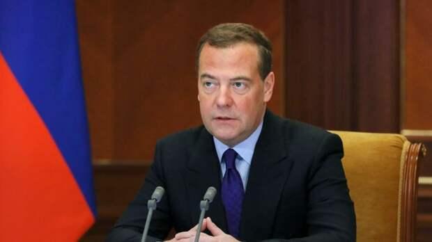 Медведев призвал ЕР выполнить поручения Путина быстро и эффективно