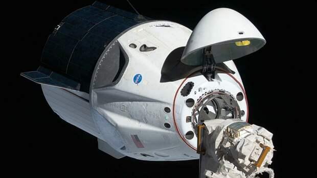 Корабль Crew Dragon впервые отправил на орбиту непрофессиональный экипаж