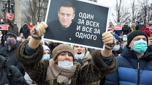 Российские врачи в открытом обращении потребовали безотлагательно оказать медицинскую помощь Алексею Навальному