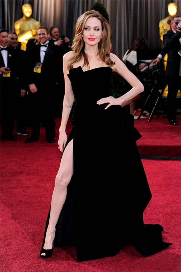 Красная дорожка: 10 самых красивых платьев звезд на церемонии Оскар за все время