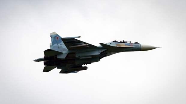 Военный самолет разбился в Казахстане, летчики катапультировались