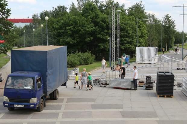 Появились фотографии подготовки Парка 300-летия Петербурга к Дню России