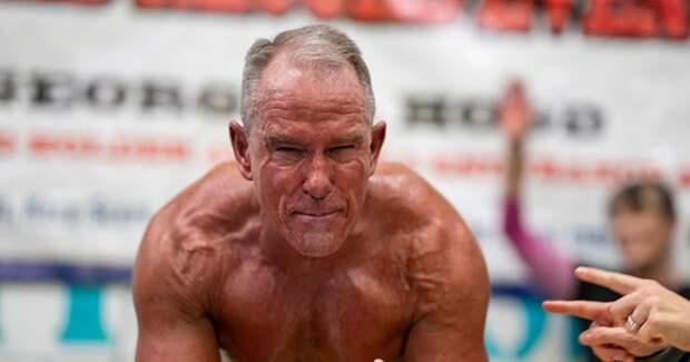 Американец в 62-года поставил рекорд, простояв более 8 часов в планке