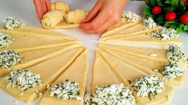 Замечательный рецепт соленых рогаликов с сырной начинкой