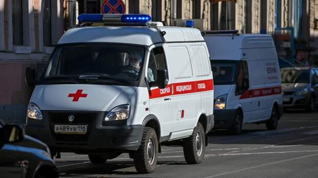 Мальчик получил переломы после падения с четвертого этажа школы в Ростове