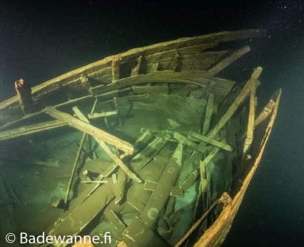 Насколько хорошо может сохраниться корабль, затонувший 400 лет назад? (4 фото)