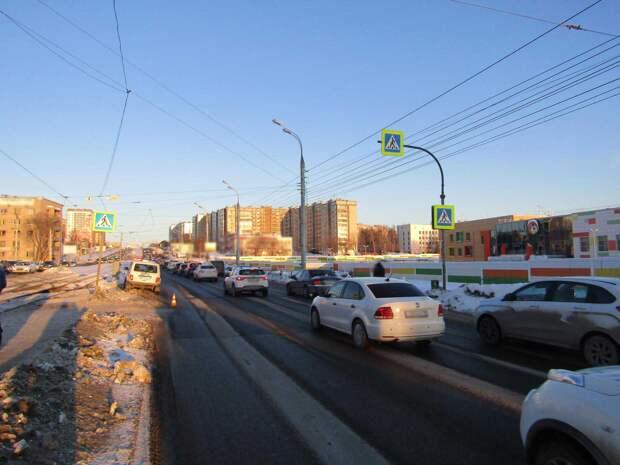 В Ижевске 19-летний водитель сбил женщину на переходе и скрылся