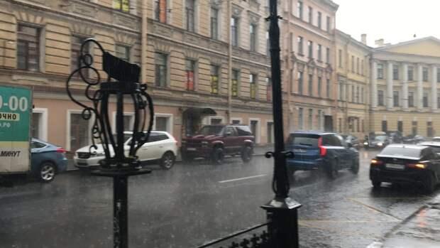 Мощная гроза накрыла Петербург во вторник вечером