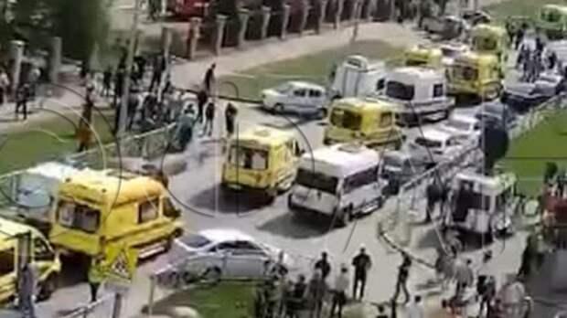 Власти ограничили вход во все школы после стрельбы в Казани