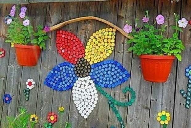 Используйте для украшения яркие цветные стеклышки или камешки.
