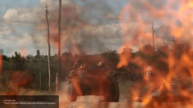 Солдаты ВСУ подожгли поле в Донбассе, но сами сгорели в сильном пожаре