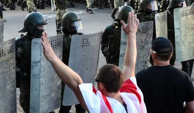 Большинство госслужащих хотят заменить Лукашенко – оппозиция