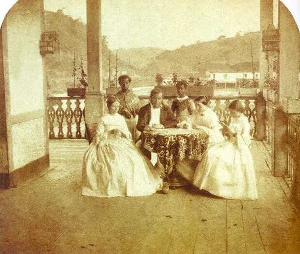 Богатая семья и слуги-рабы, 1960 год (Wikimedia)