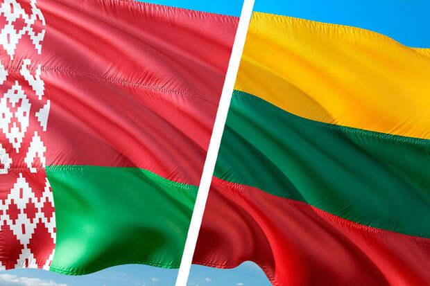 Власти Литвы высылают двух сотрудников посольства Белоруссии