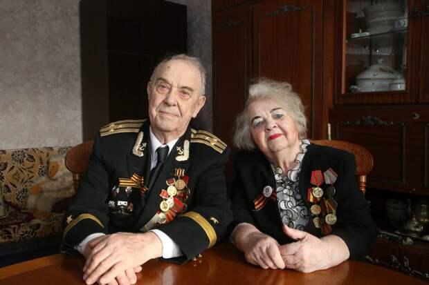 90-летние супруги Гудковы из Южнопортового сделали прививку от коронавируса