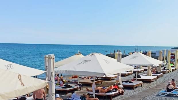 Поврежденные из-за потопа крымские пляжи начали приводить в порядок
