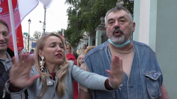От полиции требуют реагировать на символику белорусских полицаев в Москве