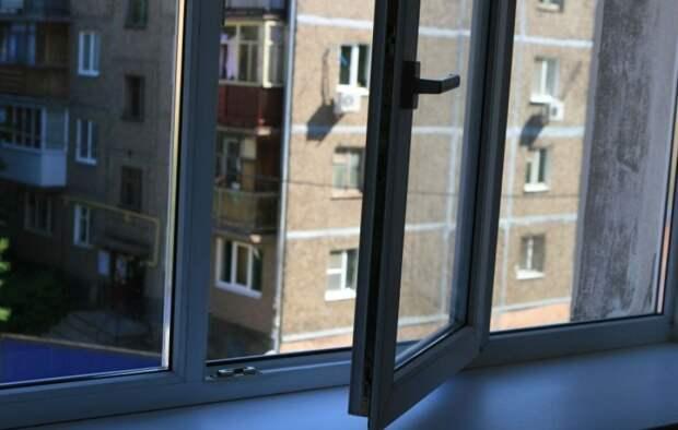 Четырехлетний ребенок упал с третьего этажа в Павлодаре