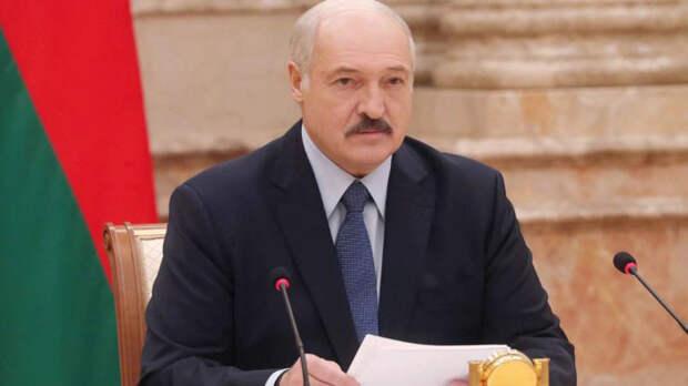 """Единственный друг РФ и """"пожар до Владивостока"""": обращение Лукашенко к народу"""