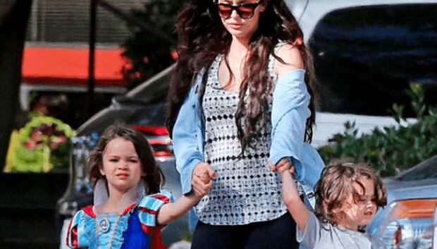 «Мама, я принцесса!»: 4 мировые знаменитости, одевающие сыновей как девочек