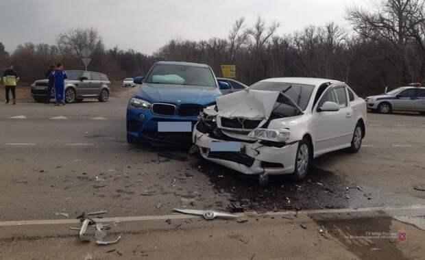 Водитель BMW X5 устроил ДТП на трассе под Волгоградом