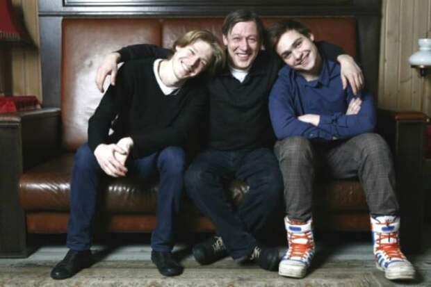 Почему Никита Ефремов до 12 лет не носил фамилию отца
