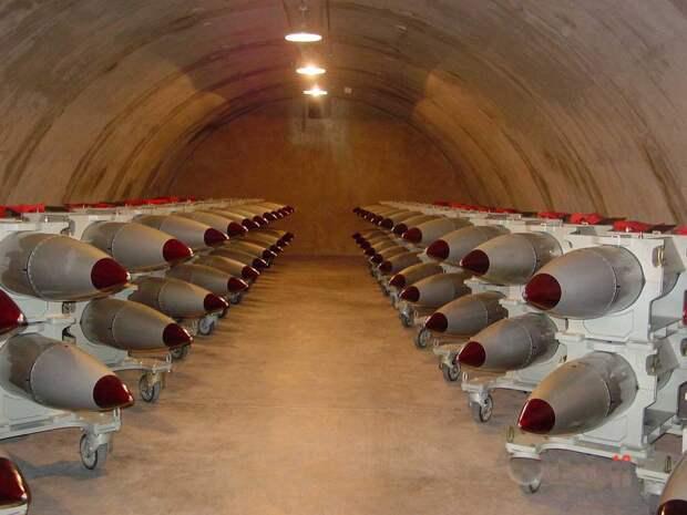 Великобритания обиделась на шутки РФ и решила нарастить ядерный арсенал